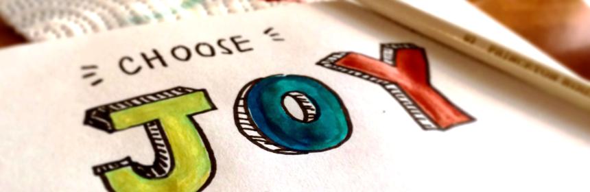 """Papper med målad text """"Choose Joy"""""""