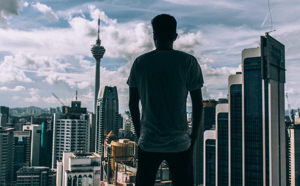 Man blickar ut över staden